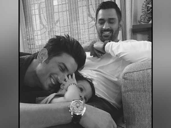 Ms Dhoni S Daughter Ziva Spends Time With Sushant Singh