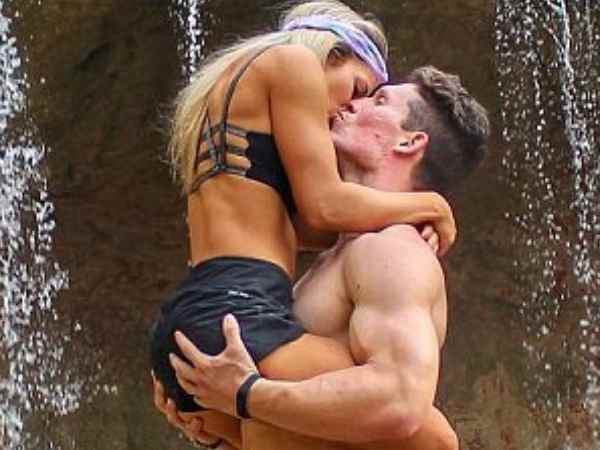 Viral Video Couple Doing Acrobatic Exercises
