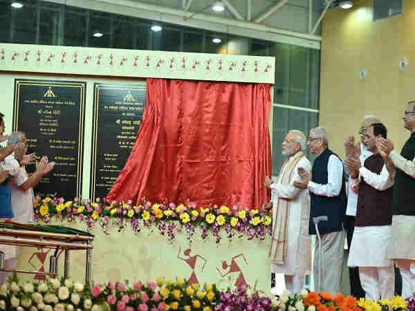 PM modi arrived at vadodara, read all the news update about it here