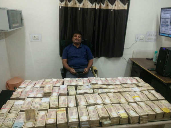 Jetpur Police Seized More Than 2 53 Crore Old Currency