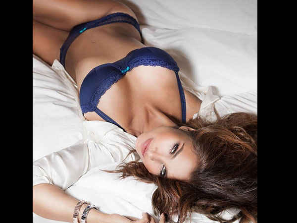 Damn Hot Photos Of Bollywood Celebrity Lisa Ray