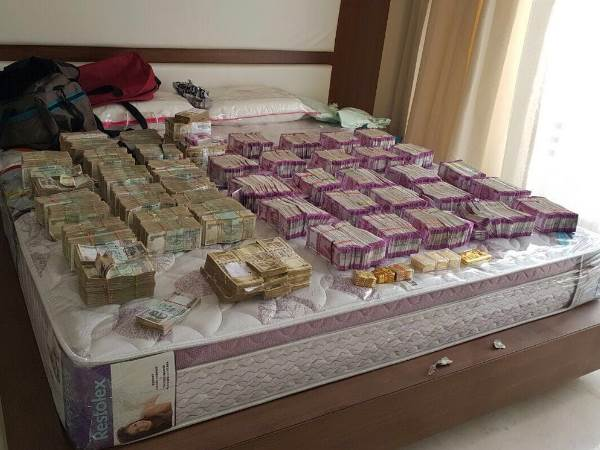 New Currency Notes 4 Crore Seized It Department Bengaluru