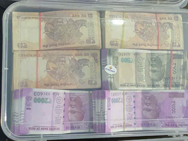Woman Arrested From Temple With 16 13 Lakhs 2000 500 Notes
