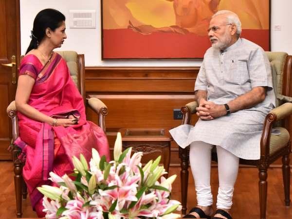 Gautami Writes Letter Pm Modi Why Secrecy About Jayalalith