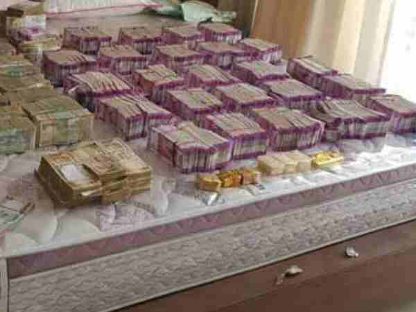Ed Seize 30 Lakh With 2 5 Kg Gold From Premises Tailor Chandigarh