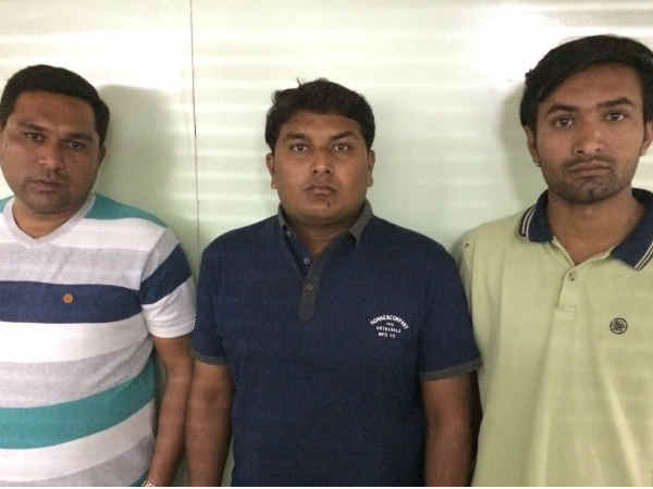 Crime Branch Raid On Mobile Shop Rajkot Changing 500 1000 N