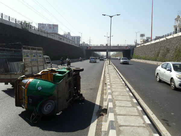 Accident Between Car Rickshaw On S G Highway Ahmedabad