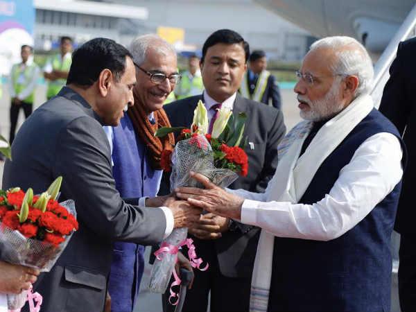 Pm Narendra Modi Reached Gujarat Inauguration Vibrant Gujarat
