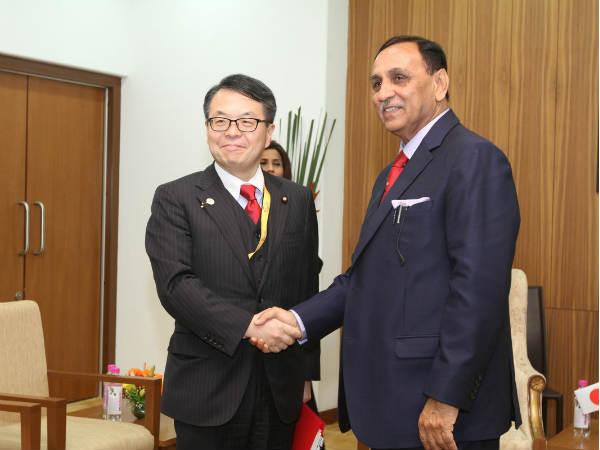 Economy Minister Japan Meets Gujarat Cm Vijay Rupani