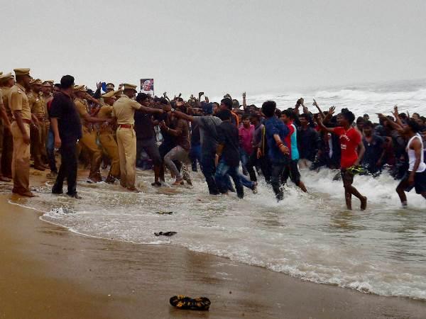 Jallikattu Violence Fallout Sec 144 Imposed At Marina