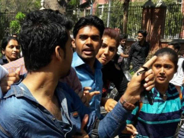 Vadodara Msu Student Abvp Worker Fight On Protest