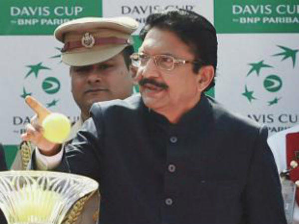 Governor C Vidyasagar Rao Meet Sasikala And Other Legislators
