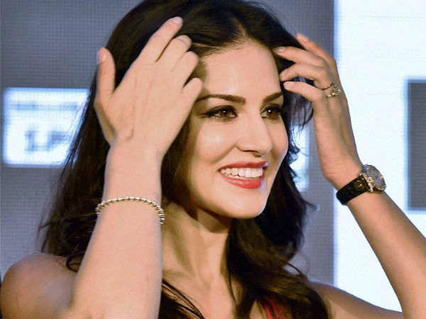 Up Stf Likely Question Sunny Leone Over Rs 3700 Crore Online Scam