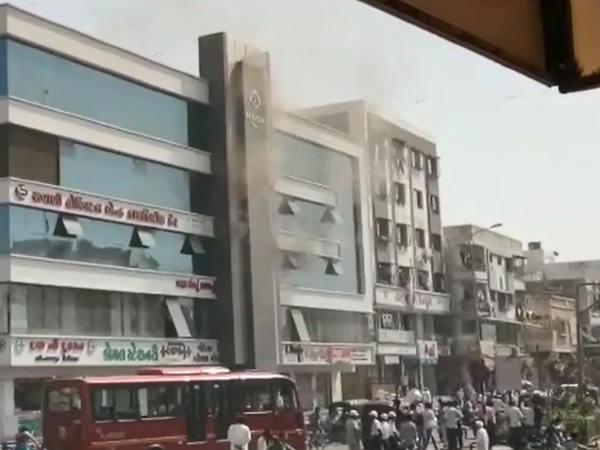 સુરત શહેર આગના બે બનાવ, હોસ્પિટલમાં 5ને ફાયરબ્રિગ્રેડે બચાવ્યા