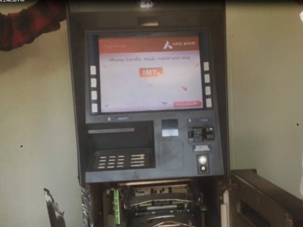 Rajkot Thief Looted Atm Total Rs 18 30 Lakh Looted