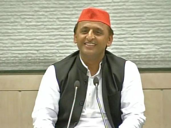 Up Cm Akhilesh Yadav Addresses The Media