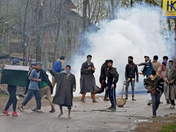 Crpf Appeals Kashmir Locals Not Obstruct Anti Terror Operati