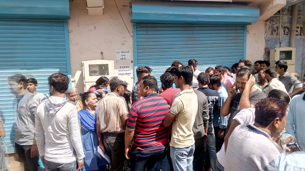 Ahmedabad Public Looted Shop Shop Owner Cheated Many People