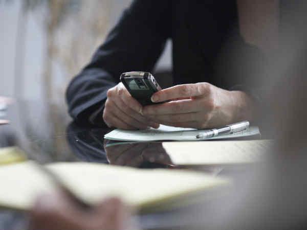 જો આધાર નંબર નહીં હોય તો બંધ થઇ જશે તમારો મોબાઇલ ફોન