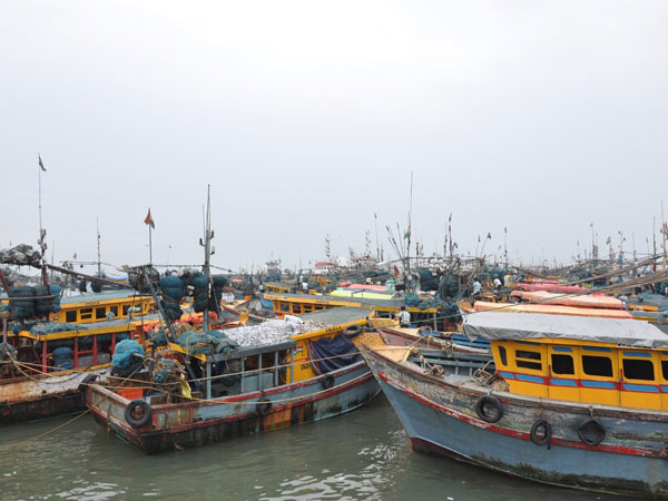 Pakistan Again Kidnapped 23 Fishermen 4 Boats