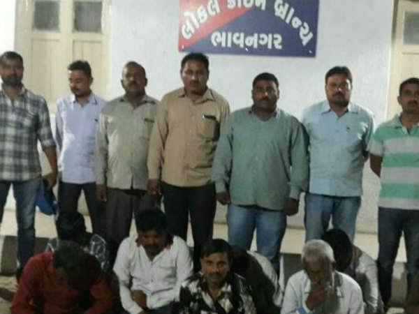ભાવનગરમાં પોલીસે 9 જુગારીઓને ઝડપી પાડ્યા.