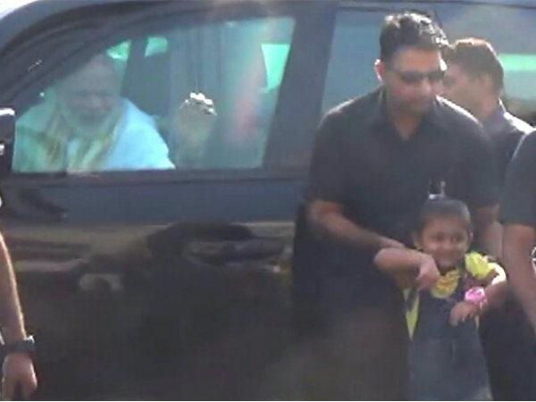 Prime Minister Modi Stops Convoy Meet 4 Year Old Girl