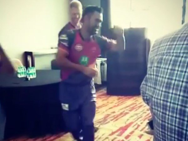 Ipl 2017 Ms Dhoni Shows Off Dancing Skills As Ben Stokes Watch