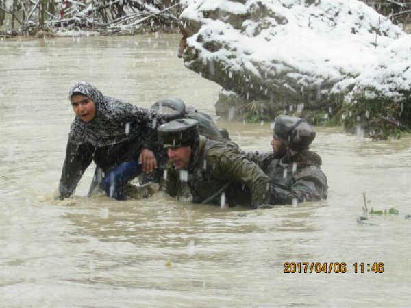 Flood In Kashmir Pm Modi Speaks To Cm Mehbooba Mufti