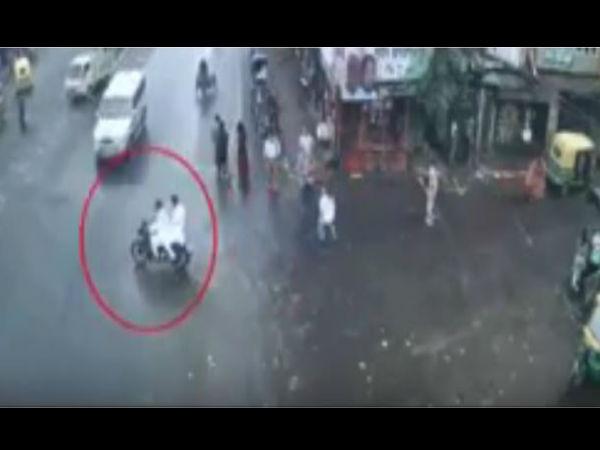 બેફામ ગાડી અને સ્કૂટર ચલાવતા લોકોને ખાસ શેર કરો આ Video
