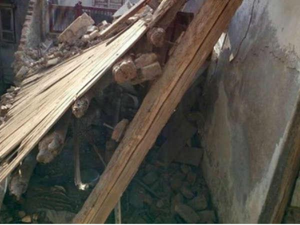 Surat One Woman Killed Falling House Building Varachha