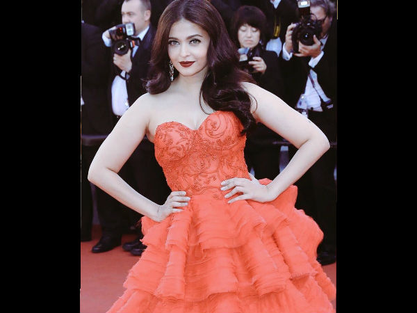 Photos Aishwarya Rai Bachchan Walks The Red Carpet Cannes