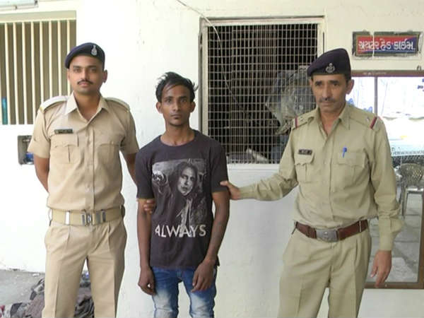 Ahmadabad 7 Years Girl Being Physically Adsorbed Neighbor