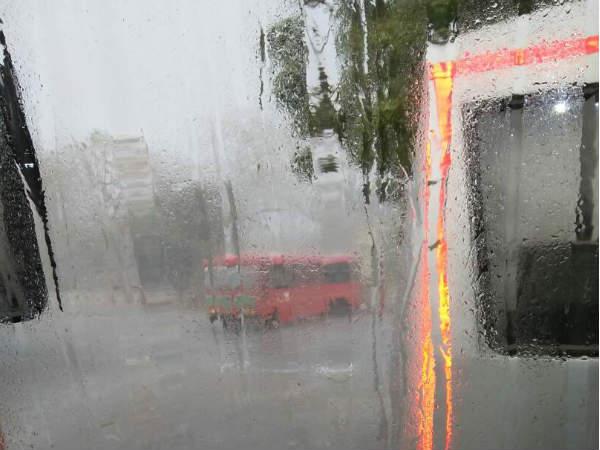 ગુજરાતમાં પવન સાથે ઠેર ઠેર વરસાદના ઝાપટા