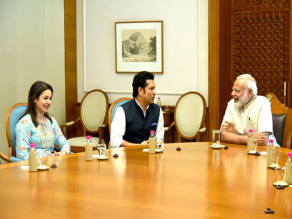 Sachib Tendulkar Meet Pm Narendra Modi Briefed About Film
