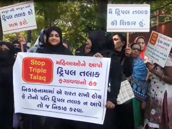 Surat Muslim Women Submit Their Application The Collector On Talaq
