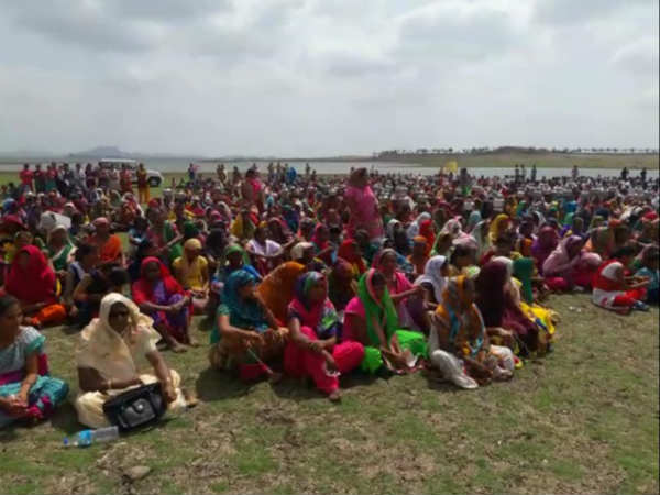 Tapi Human Chain Created Adivasi Protesting Water Issue This Area