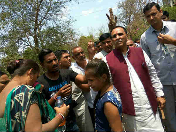 Cm Vijay Rupani Stops His Car Help Accident Victims On Gindh