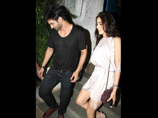 Sara Ali Khan On A Dinner Date With Sushant Singh Rajput Mommy Amrita Singh Accompanies
