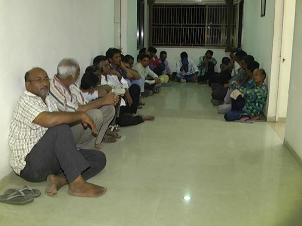 Police Raid At Ahmedabad Arrested 24 Gambler