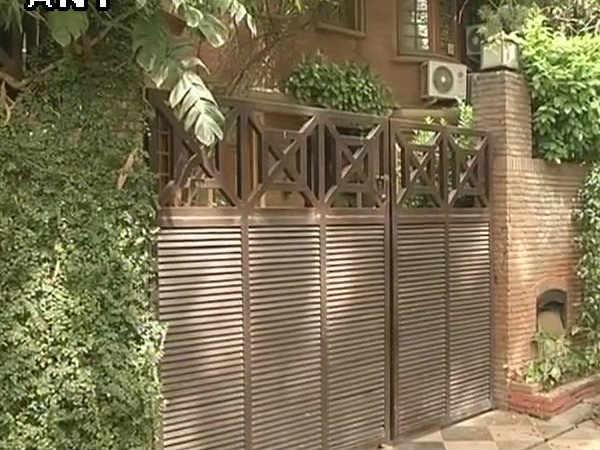 Cbi Raids On Ndtv Co Founder Pranab Roy S Residence
