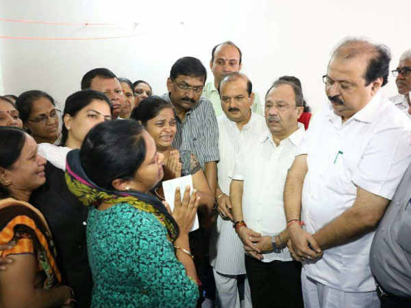 Gujarat Government Gave 10 Lac Cheque Sumitraben Family