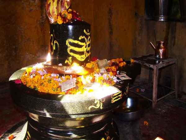 According Shastras Only Half Parikrama Shivlinga Must Be Done