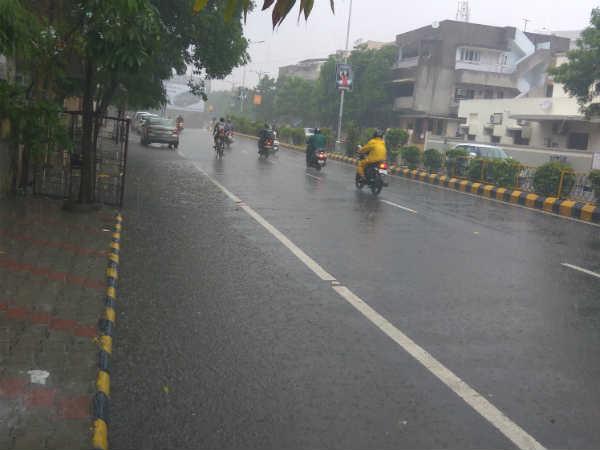 અમદાવાદમાં ભારે વરસાદ, કેટલીક શાળાએ જાહેર કરી રજા