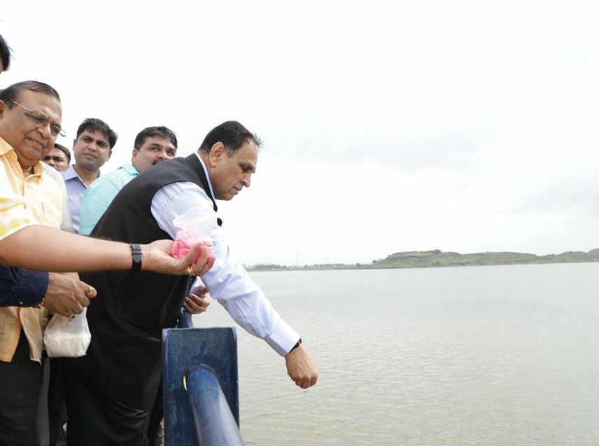 Gujarat Cm Vijay Rupani Visited Overflowing Aji Dam Rajkot