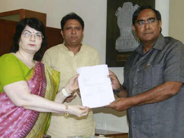 Congress Mla Balvantsinh Rajput Tejashree Ben Patel Resignat