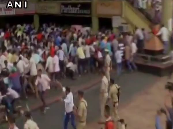 Surat Police Baton Charge On Cloth Traders