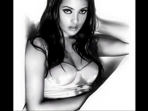 Riya Sen Hot Bikini Throwback