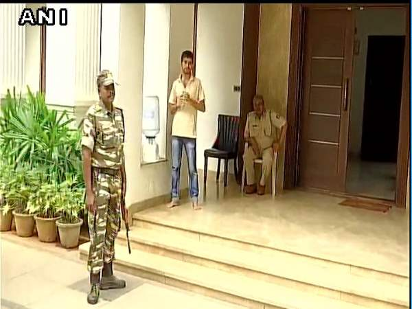 Income Tax Dept S Raid At Karnataka Minister Dk Shivakumar Residence And Eagleton Golf Resort