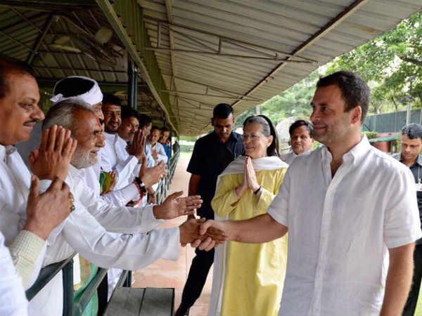 કોંગ્રેસના 43 ધારાસભ્યો દિલ્હીમાં આજે સોનિયા ગાંધીને મળ્યા