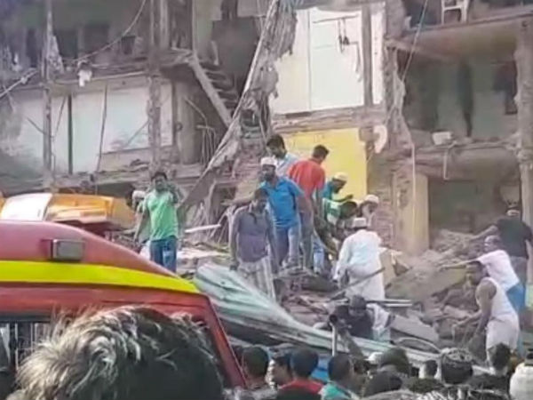 Mumbai Building Collapsed Near Jj Junction Pakmodia Street